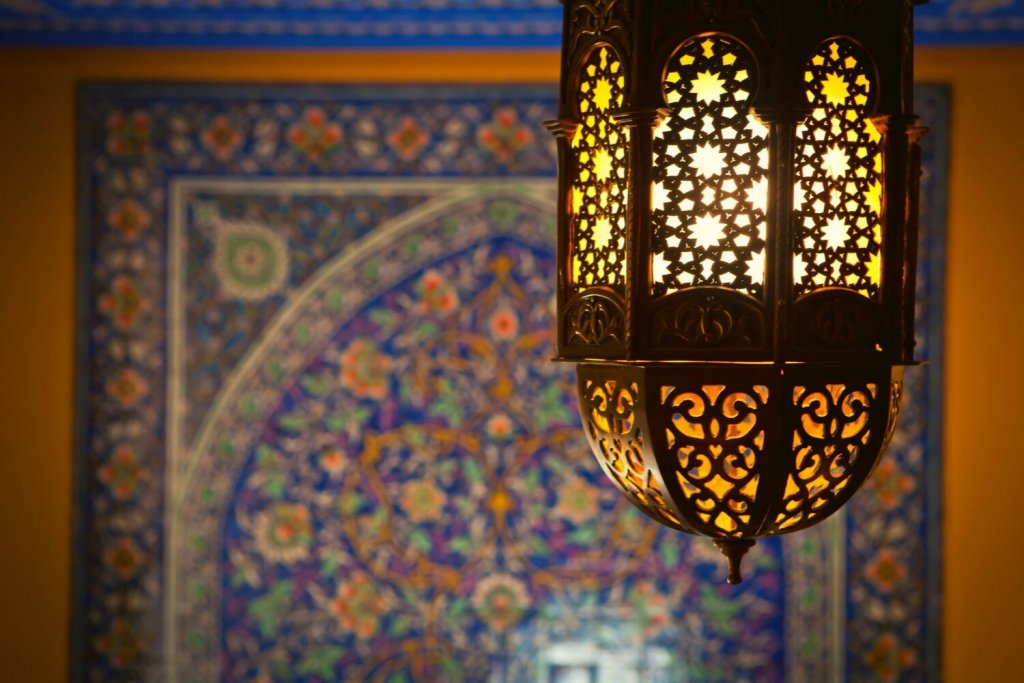 Traditional Islamic tile pattern and lantern