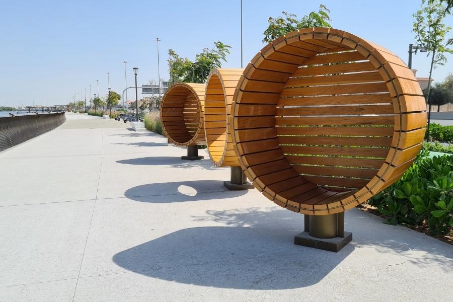 Rest areas along the Al Gurm Corniche